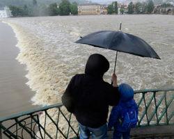 Дунай ставит столетний рекорд по уровню воды - угроза нарастает