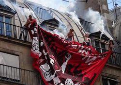 Опыт PR: Обнаженная грудь FEMEN против нацистов в Париже