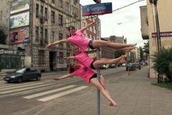 ТОП видео Youtube: танцы и эротика на дорожных знаках в Польше