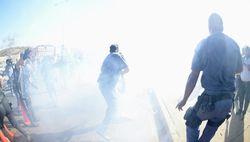 На акции против Обамы полиция ЮАР применила свето-шумовые гранаты