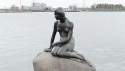 Туристам: Сегодня исполнилось 100 лет памятнику Русалочке в Копенгагене