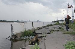 Армия перебросила в Благовещенск технику для защиты города от наводнения