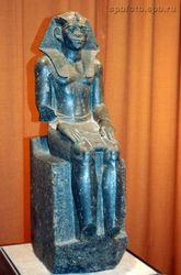 В музее Манчестера древнеегипетская статуя ожила и зашевелилась