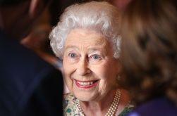 Королева Великобритании Елизавета II навестила своего правнука - СМИ