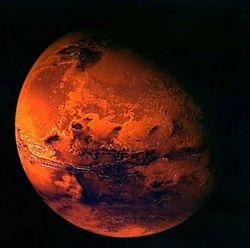 Марс перестал быть похожим на Землю в результате катастрофы - ученые
