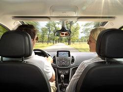 Социологи: влюбленным опасно ездить в одной машине