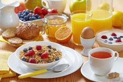 Стали известны самые полезные продукты для здорового завтрака