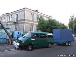 На Житомирщине пьяный священник на Volkswagen снес столб