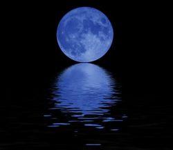 Ученые объяснили откуда взялась над Землей голубая Луна