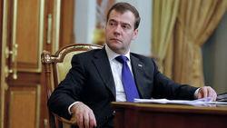 Дмитрий Медведев планирует обсудить продажу пакетов акций аэропортов и «Славнефти»