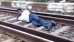 ТОП видео: пари - броситься под поезд на спор