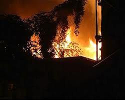 В Одессе пожар охватил сразу четыре жилых дома