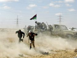 Ливийские повстанцы атакуют нефтяной город