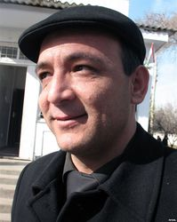 За что избили главного редактора таджикской независимой газеты?