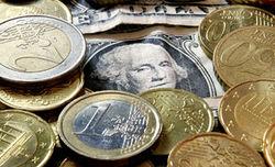 Курс евро незначительно ослаб к доллару