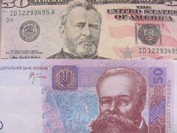 Курс гривны упал к евро и фунту стерлингов