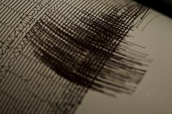 Каковы последствия сильного землетрясения на Аляске?
