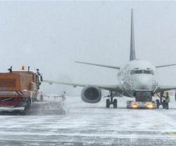 В Стамбуле из-за снегопада сбился график авиарейсов