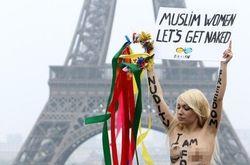 Девушки из FEMEN побывали в Париже