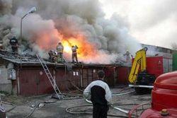 В Москве в гаражах горят автомобили