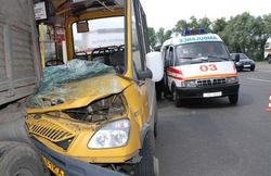 Маршрутное такси протаранило грузовик в Николаеве