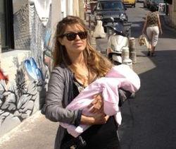 Боня показала свою дочь Анджелину
