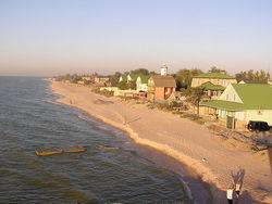 Азовское море заливает пляжи