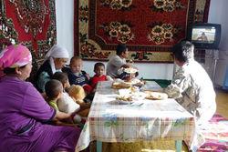 Почему половина узбекских детей проводит лето дома?