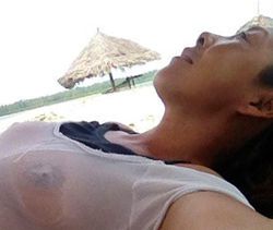 Анита Цой «засветила» грудь