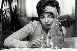 Каким способом можно вылечить женский алкоголизм?