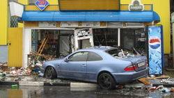 В Москве водитель врезался в торговую палатку