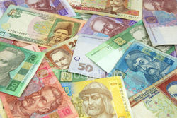 Курс гривны незначительно изменился в банках Украины