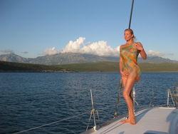 Обнародована новая фотосессия Волочковой на яхте