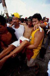 Почему пасхальные обряды филиппинцев вызывают шок?