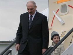 Младший сын Лукашенко побывал на фабрике игрушек