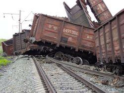 товарный поезд сошел с рельсов