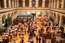 Прогнозируемый удар или почему обвалились котировки на бирже в Париже?