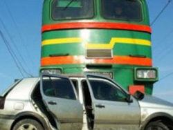 В Казахстане автомобиль столкнулся с поездом - два человека погибли
