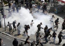 Полиция Афин разгоняла демонстрантов слезоточивым газом