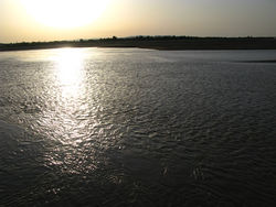 МЧС Узбекистана занято укреплением береговой линии единственного торгового речного порта