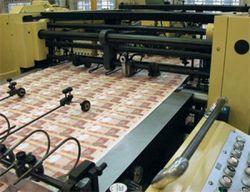 НБУ выпустил в оборот в три раза меньше денег