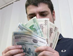 Россияне зарабатывают в три раза больше беларусов