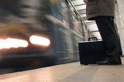 ЧП в московском метро: за день два человека упали под поезд
