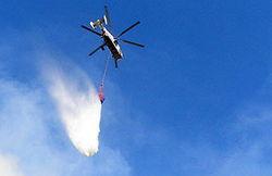 В целях тушения крупного пожара на западе Москвы задействованы вертолеты