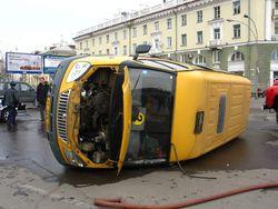 В ДТП в Москве перевернулась маршрутка. Есть пострадавшие