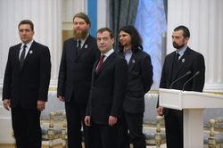 Дмитрий Медведев лично вручает премии молодым российским ученым?