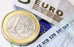 Движение курса евро в неопределенности перед саммитом ЕС