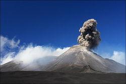 Из-за извержения вулкана Этна на Сицилии могут отменить авиарейсы