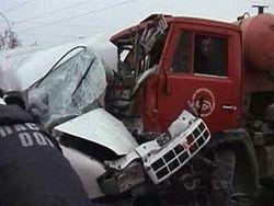 Что привело к столкновению маршрутки и грузовика в Москве?