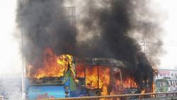 Водитель спас 30 школьников из пылающего автобуса